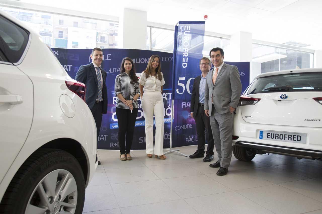 En total un centenar de vehículos de la marca Toyota se incoporará a la flota comercial de la compañía en España