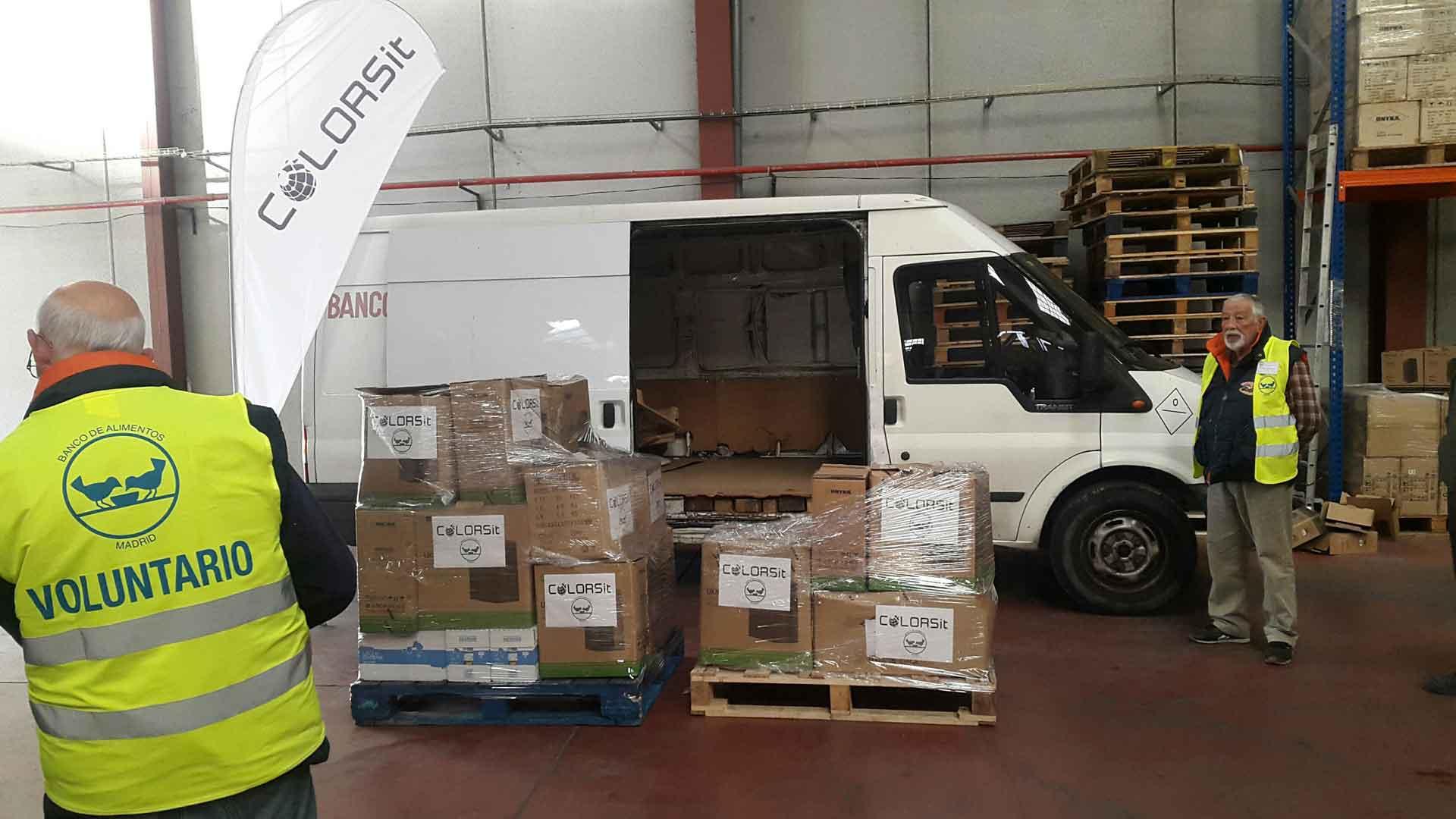 La Federación Española de Bancos de Alimentos recibió la donación de alimentos de la campaña solidaria de COLORSit en Madrid