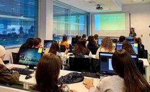 Unit4 acoge en su sede de Granada a una veintena de chicas estudiantes