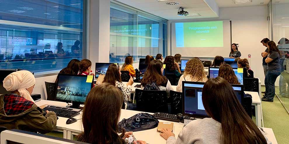 Unit4 acoge en su sede de Granada a una veintena de chicas estudiantes para visibilizar el papel de la mujer en el sector tecnológico