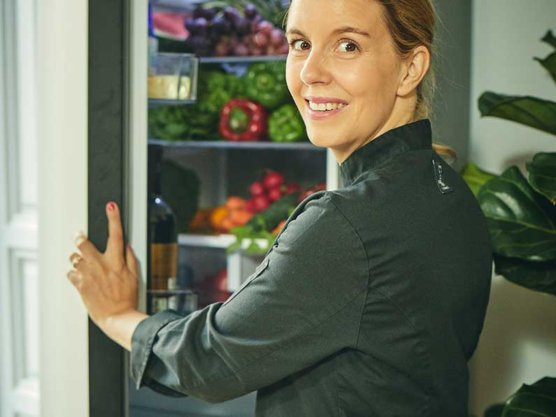 La chef Cristina Oria presenta la nueva generación de frigoríficos Bespoke de Samsung