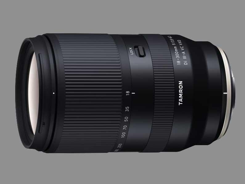 TAMRON anuncia su primer objetivo para la montura X de FUJIFILM y montura Sony E
